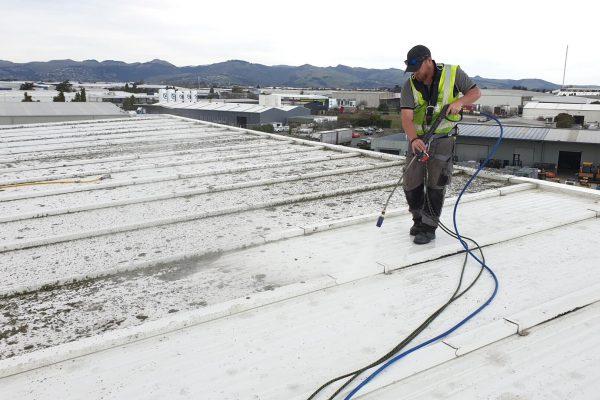3 veelvoorkomende fouten bij het schoonmaken van daken en hoe u deze kunt vermijden